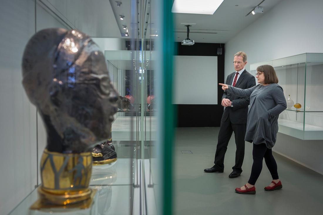 NATIONAL GLASS CENTRE SIR NICK SEROTA VISITS NATIONAL GLASS CENTRE IN SUNDERLAND